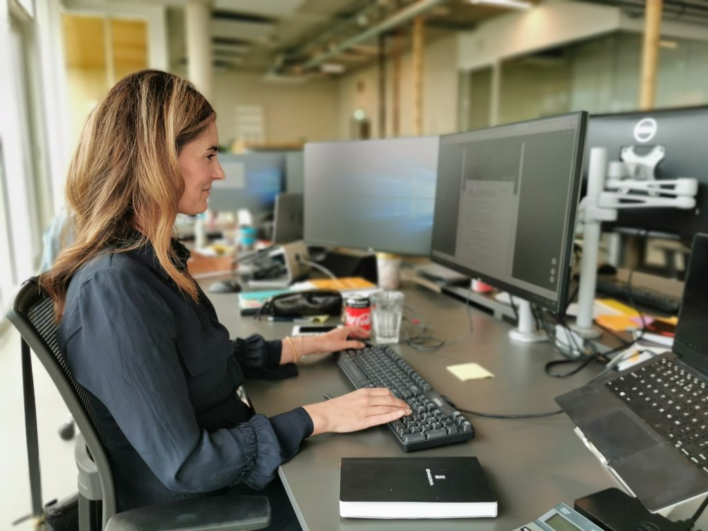 Marlous sitting behind her desk at Emakina